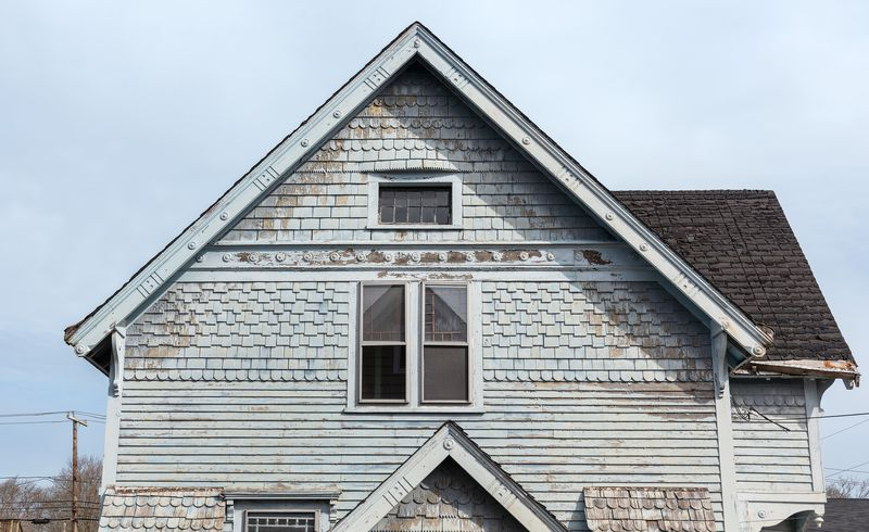 gable window, Seaside Victorian Cottage, Queen for a New Day, Nov/Dec 2020